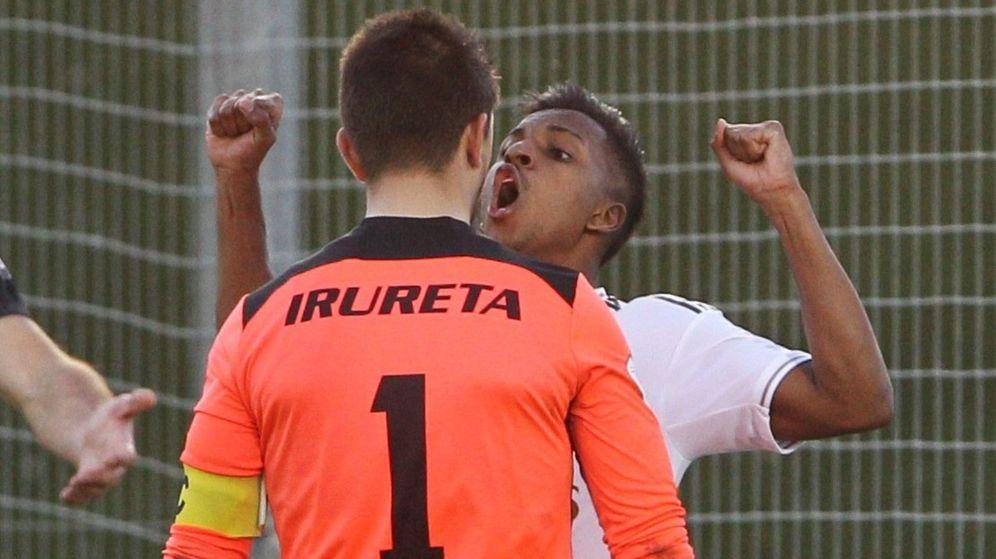 Foto: Rodrygo celebrando su tanto ante Irureta. (EFE)