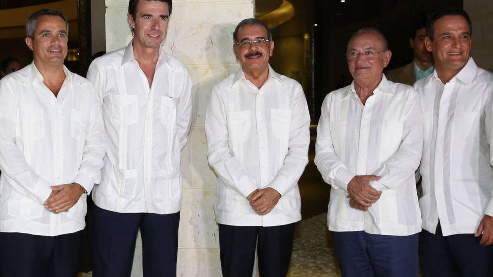 Foto: Enrique Martinón García, José Manuel Soria, el presidente de la República Dominicana y Enrique Martinón Armas, en la inauguración de un hotel en la República Dominicana (2d). (Flickr República Dominicana)