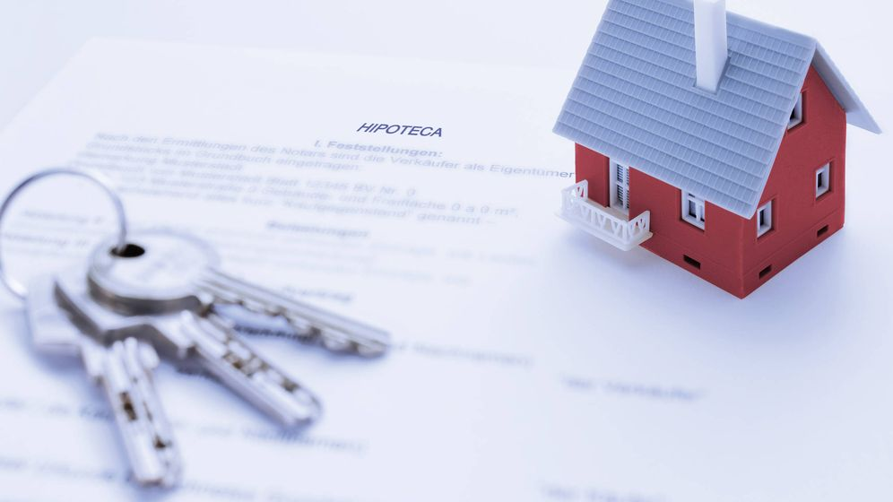 Foto: Saca tu hipoteca del cajón y busca: 10 cláusulas abusivas tumbadas por la Justicia. (Foto: Corbis)