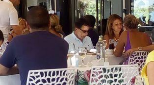 Ignacio González: agua y pescaítos en el chiringuito Aquí te quiero ver de Marbella