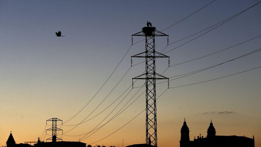Foto: Torre de tendido eléctrico. (EFE)
