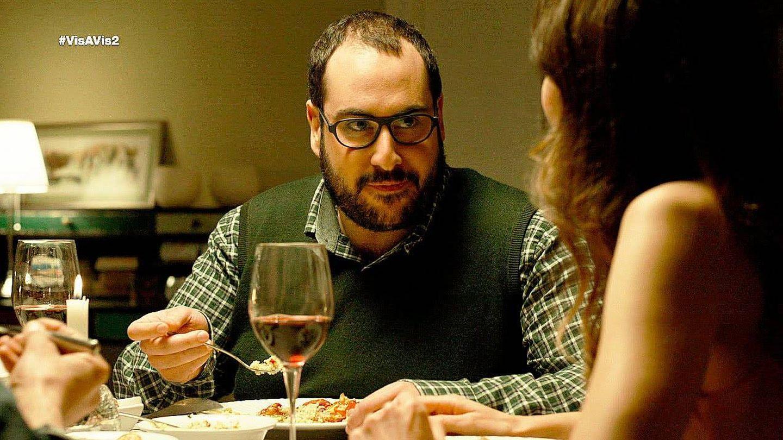 Palacios cenando en casa de Fabio  y Crolina en 'Vis a vis'.