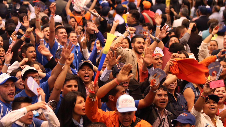 Simpatizantes del candidato del partido uribista Centro Democrático, Iván Duque, celebran los resultados oficiales | EFE