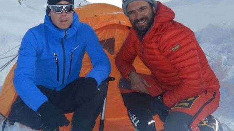 Foto: Tom Ballard (i) y Daniele Nardi en el Nanga Parbat. (Foto: facebook.com/danielenardialpinista/)
