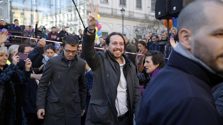 Pablo Iglesias, con el abrigo en cuestión. (Cordon Press)