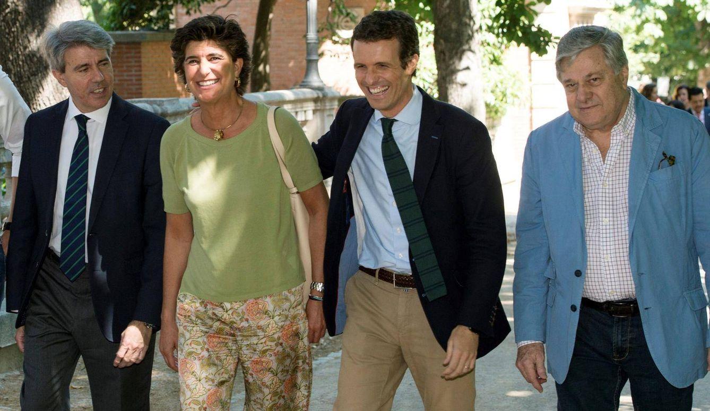 Casado, junto a María San Gil. (EFE)