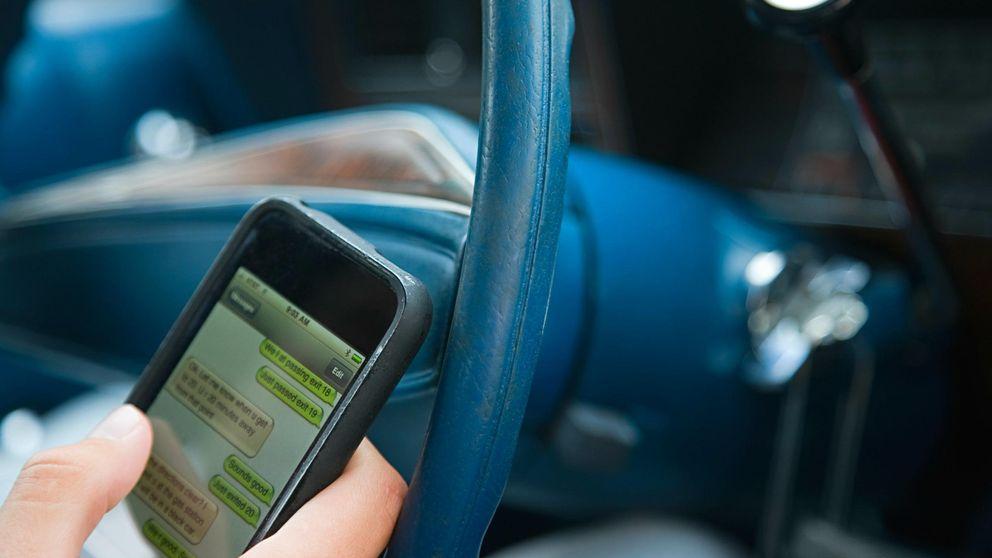 ¿Usas WhatsApp al volante? Un nuevo dispositivo ayudará a la policía a cazarte
