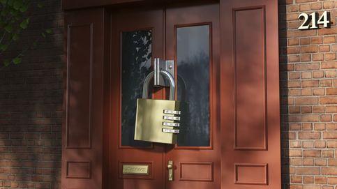 En mi comunidad nos obligan a cerrar el portal con llave, ¿es legal?