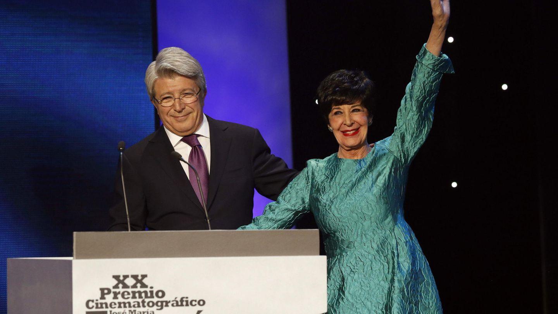 Enrique Cerezo y Concha Velasco en la gala de los Premios Forqué (Efe)