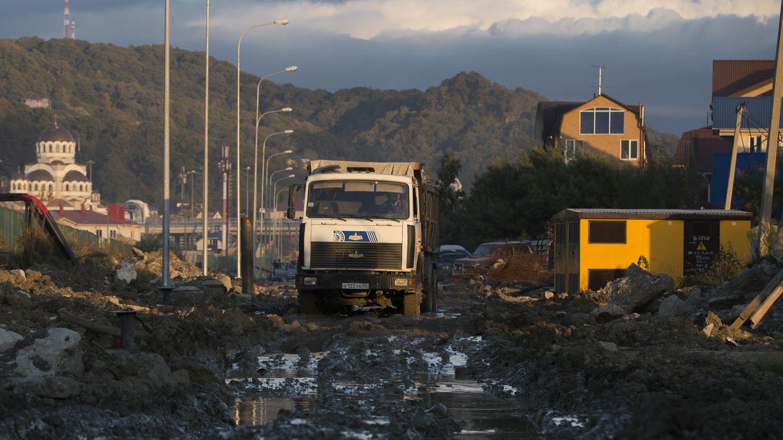 Camiones de limpieza de basura en Sochi (Reuters).