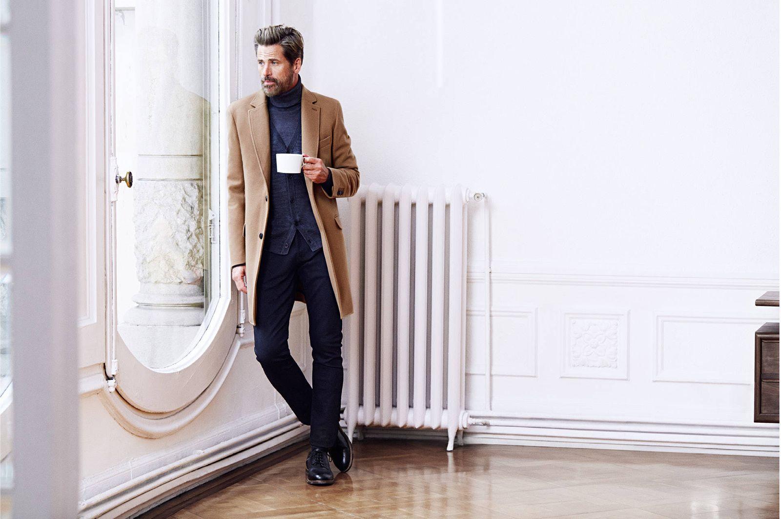Como combinar un abrigo color marron