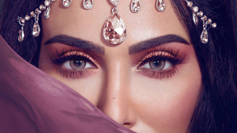 Imagen promocional de una de las paletas de sombras de ojos de Huda Beauty. (Cortesía)