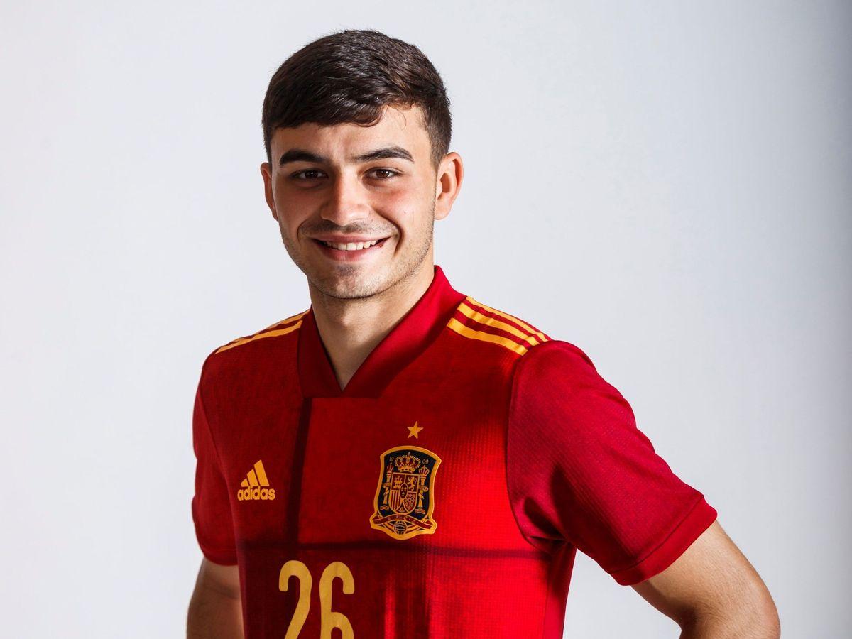 Foto: Pedri, con la camiseta de la selección española. (EFE)