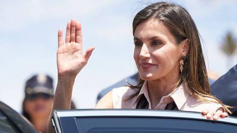 La reina Letizia reaparece presumiendo de cintura de avispa tras una semana 'escondida'