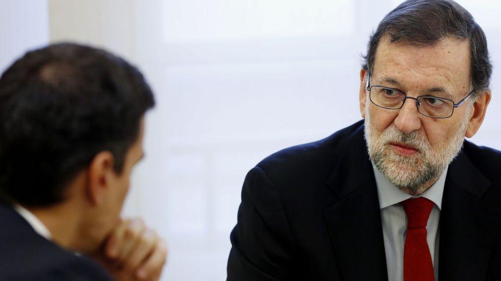 Sánchez propone a Rajoy reunirse este miércoles y Moncloa opta por el silencio