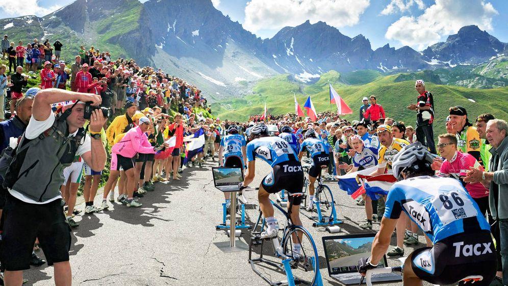 Foto: Sentir que subes las famosas cuestas alpinas sin salir de casa. Ese es el objetivo de los simuladores de ciclismo 3D. (Tacx)