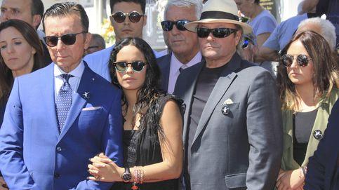 Las grandes ausencias en la boda de Rocío Carrasco y Fidel Albiac
