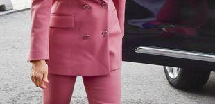 Post de Letizia, Kate, Victoria y tres maneras de llevar el traje rosa preferido de las royals