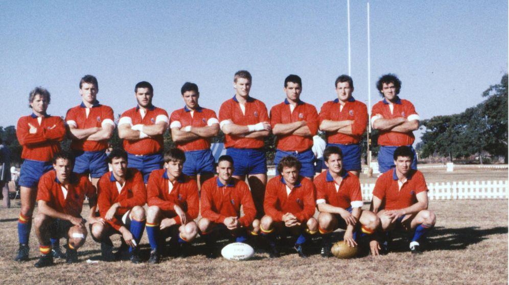 Foto: España, antes de enfrentarse al combinado regional de Midlands en la gira que le llevó a Zimbabue en 1989. (FER)