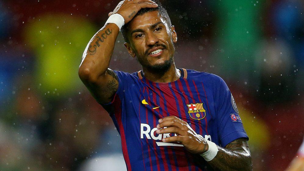 Foto: Paulinho se lamenta durante un partido con el Barcelona en el Camp Nou. (Efe)