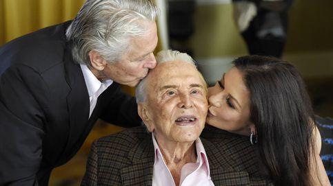 Kirk Douglas celebra por todo lo alto su 100º cumpleaños