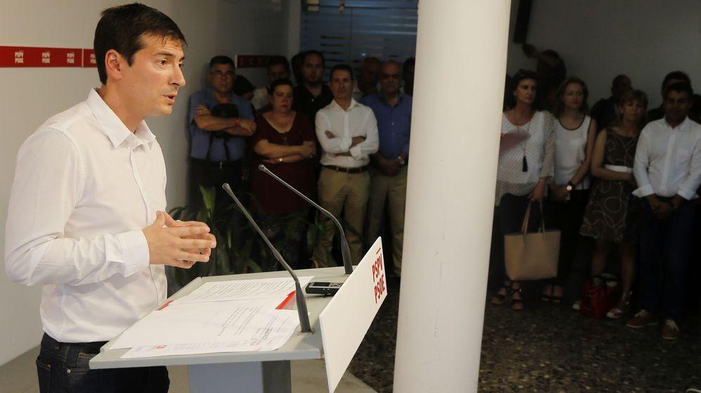 Foto: Rafa García, alcalde de Burjassot, en la presentación de su candidatura a las primarias del PSPV, este 19 de junio. (EFE)