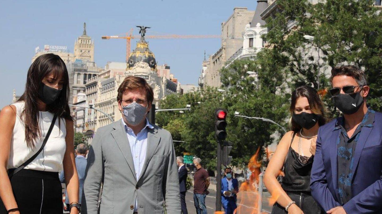 Rachel Valdés,  junto a  José Luis Martínez-Almeida en el tributo de Madrid a las víctimas del covid. (Cordon Press)