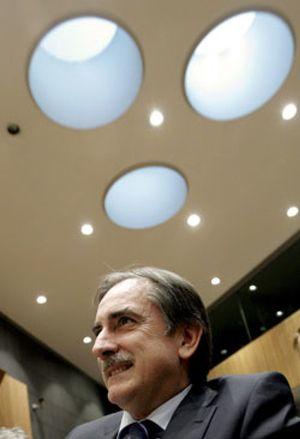 Gómez culpa a la banca del paro y los sindicatos le respaldan
