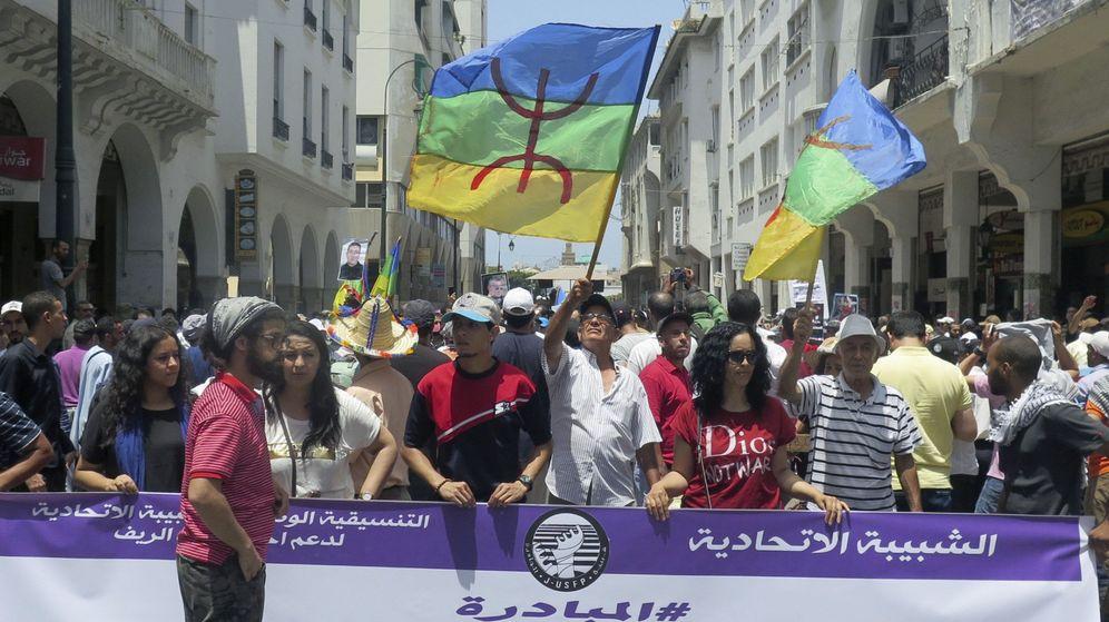Foto: Decenas de miles de personas se manifestaron en Rabat de forma pacífica en solidaridad con las protestas que desde hace siete meses sacuden la región del Rif (norte de Marruecos). (EFE)