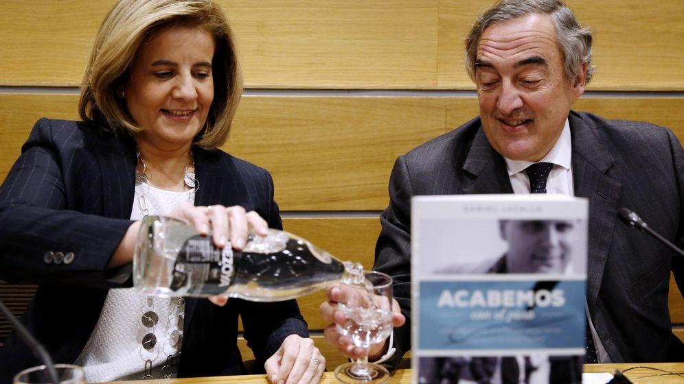 Foto: La ministra de Empleo y Seguridad Social, Fátima Báñez, y el presidente de la CEOE, Juan Rosell. (EFE)