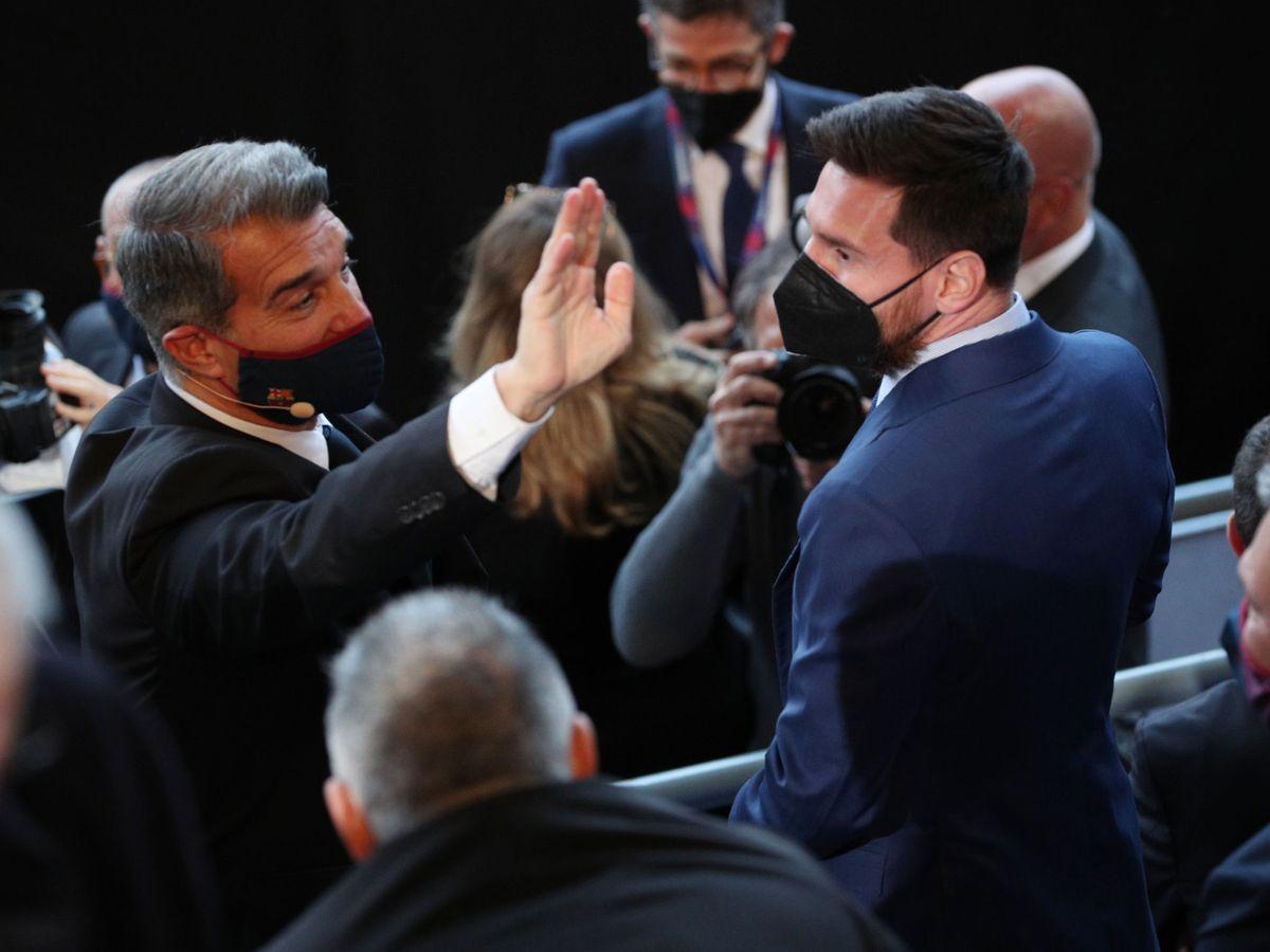 Foto: Joan Laporta, presidente del FC Barcelona, junto a Leo Messi. (EFE)