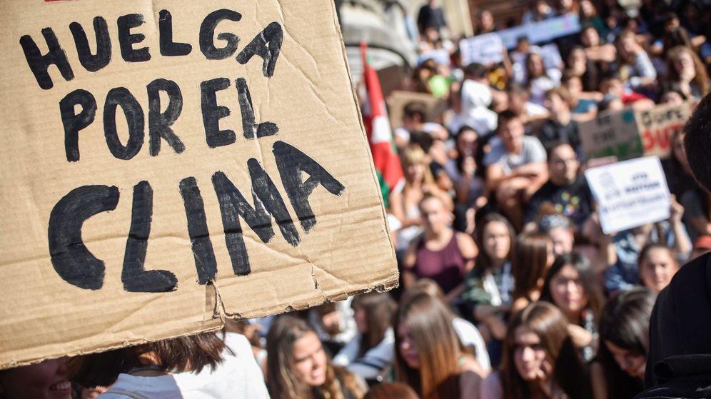 Foto: Bilbao se suma a la huelga por el clima (EFE/Miguel Toña)