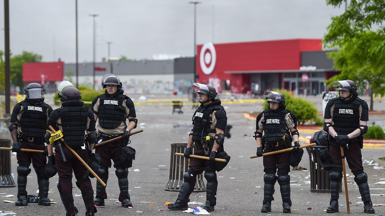 Policías en Mineápolis, EEUU. (EFE)