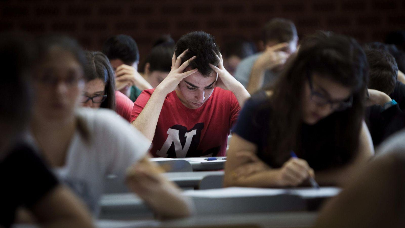 Foto: Estudiantes se presentan a las pruebas de acceso a la Universidad. (EFE)