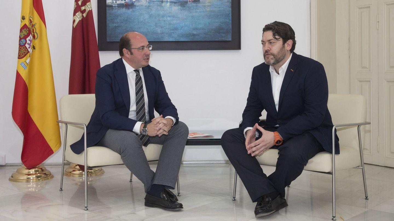 El expresidente de Murcia Pedro Antonio Sánchez (i), junto al lider regional de Ciudadanos, Miguel Sánchez. (EFE)