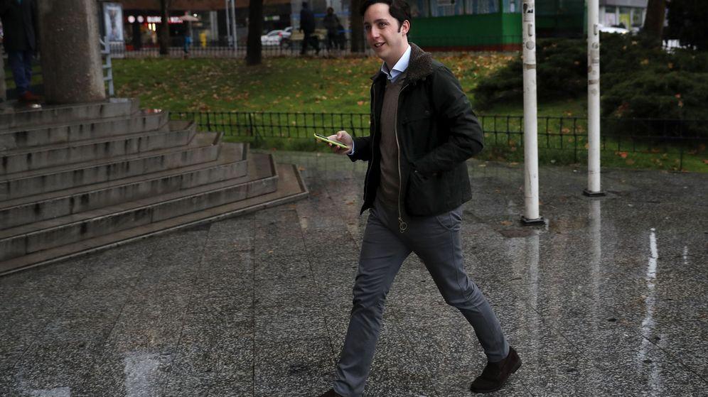 Foto: Francisco Nicolás en los alrededores de los juzgados de Plaza de Castilla. (EFE)