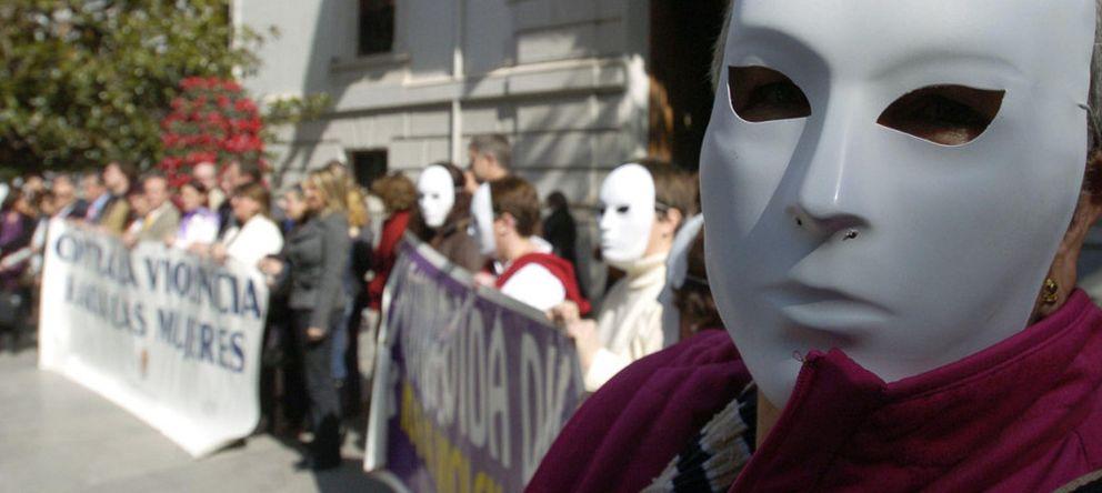 Foto: Manifestación contra la violencia de género en Granada. (Efe)