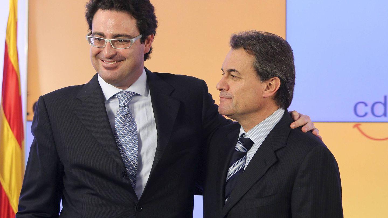 Imagen de archivo de Artur Mas y quien fuera su director de campaña en 2010, David Madí. (EFE)