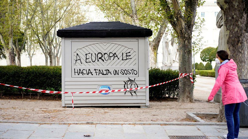 Foto: Pintada en un quiosco cerrado durante el confinamiento en Madrid. (Reuters)