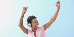 Foto: Escuchar música con auriculares produce sordera
