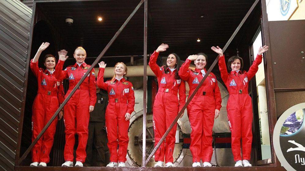 Foto: Las seis cosmonautas rusas que participarán en una misión exclusivamente femenina