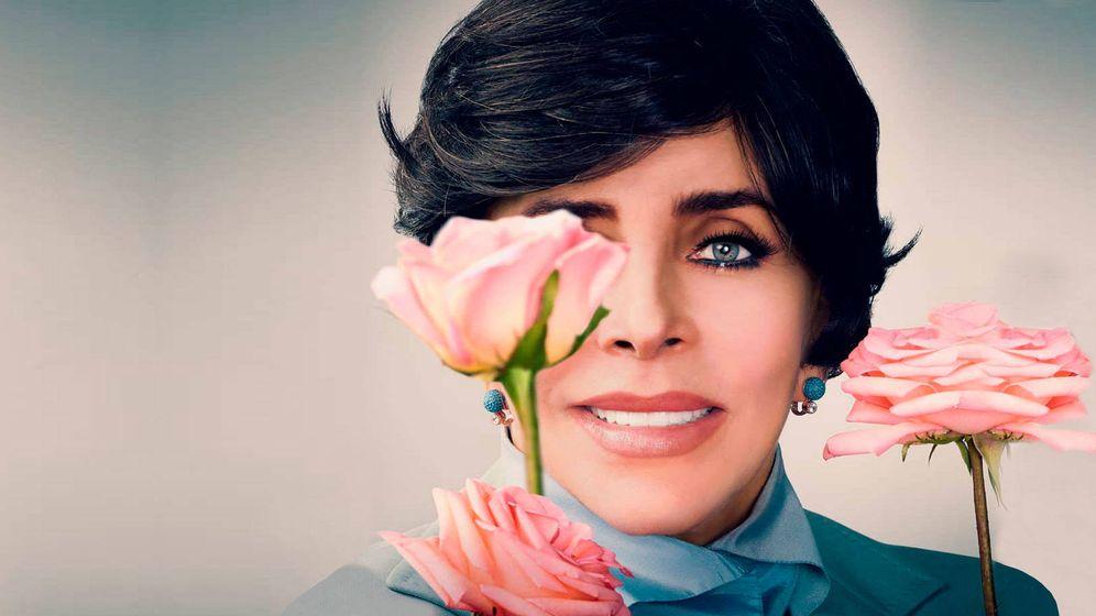 Foto: Verónica Castro en una imagen promocional de 'La casa de las flores'. (Netflix)