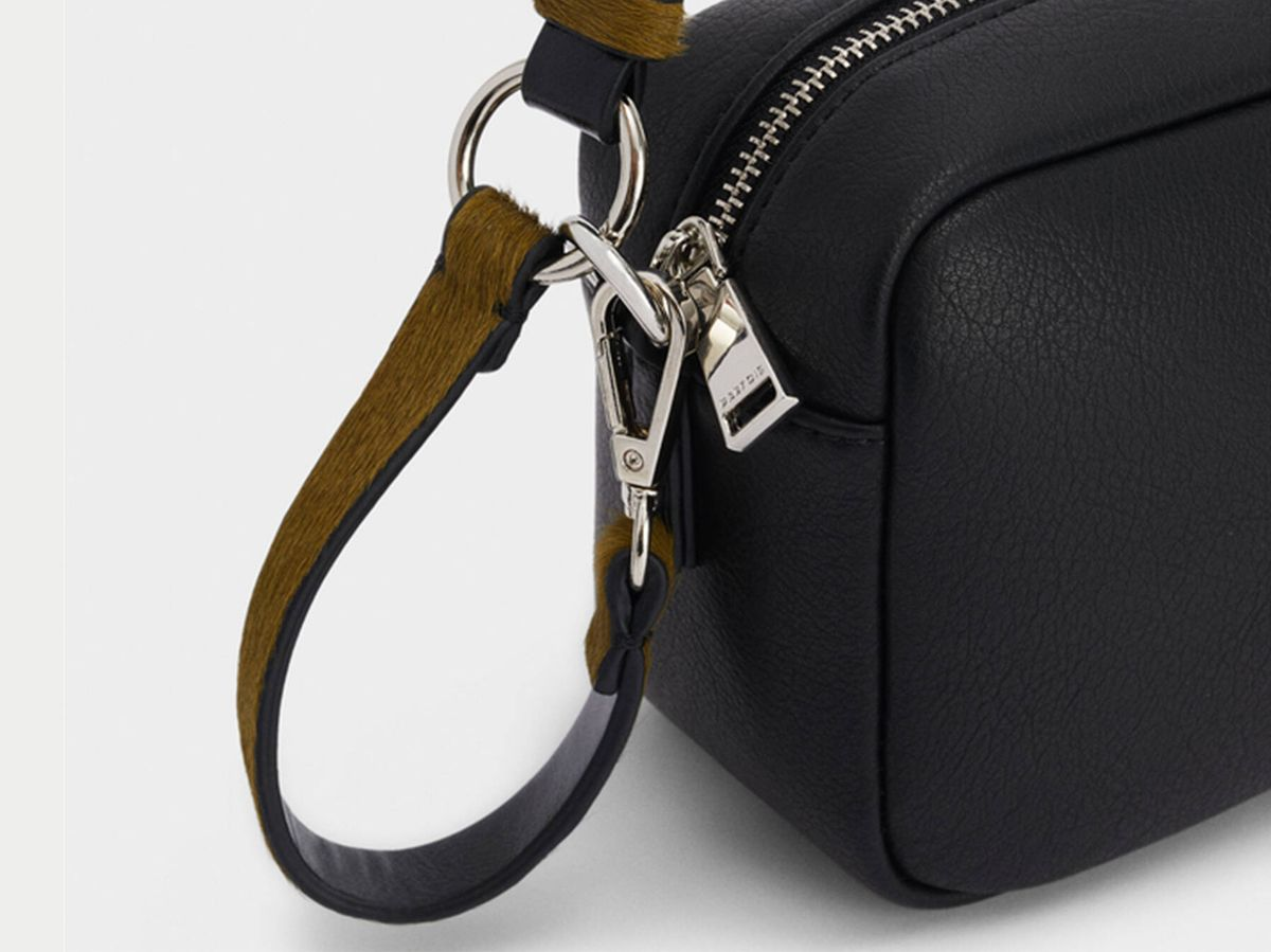 Foto: El bolso de Parfois de tamaño pequeño que es básico y práctico. (Cortesía)