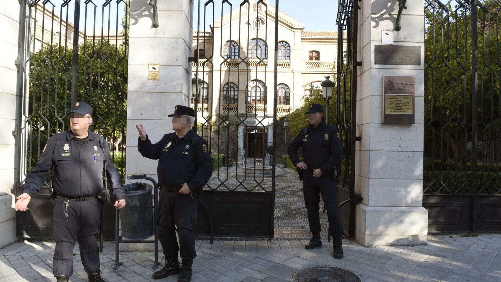 Foto: Registran el Ayuntamiento de Granada. (Efe)