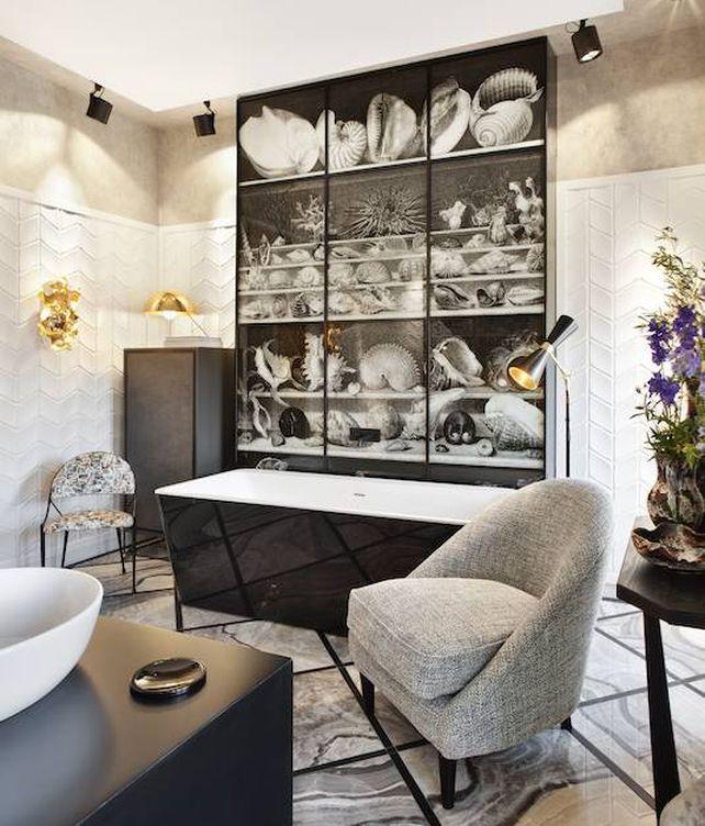 Blancos, grises y negros. Todo el espectro cabe en este baño tan masculino de Erico Navazo para Colorker Group y Azulejos Peña. (Foto: Casa Decor)