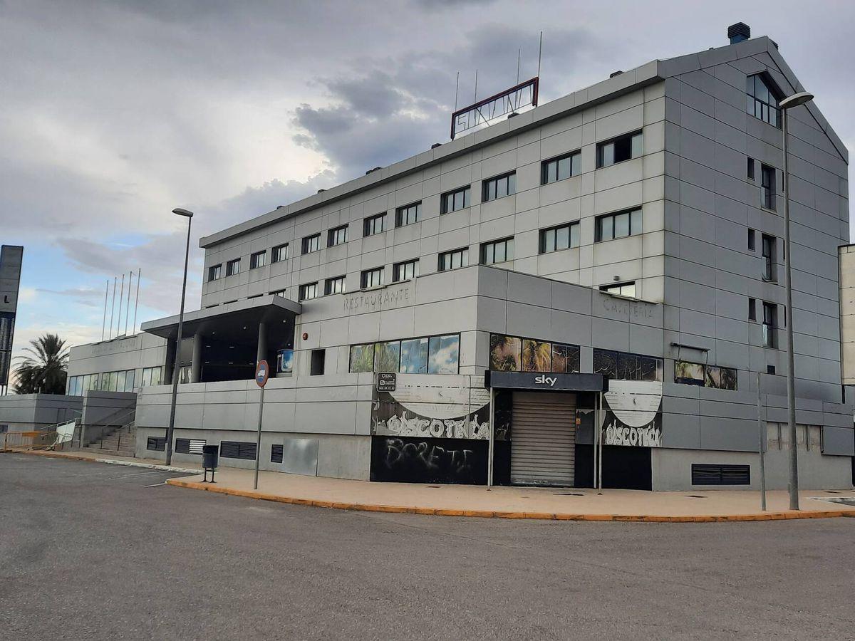 Foto: El edificio del antiguo burdel Summum en Favara, que la Generalitat quiere convertir en un centro de salud mental.