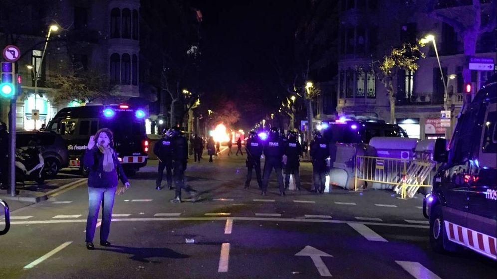 Foto: Disturbios durante un acto de Vox en Barcelona. (Twitter)
