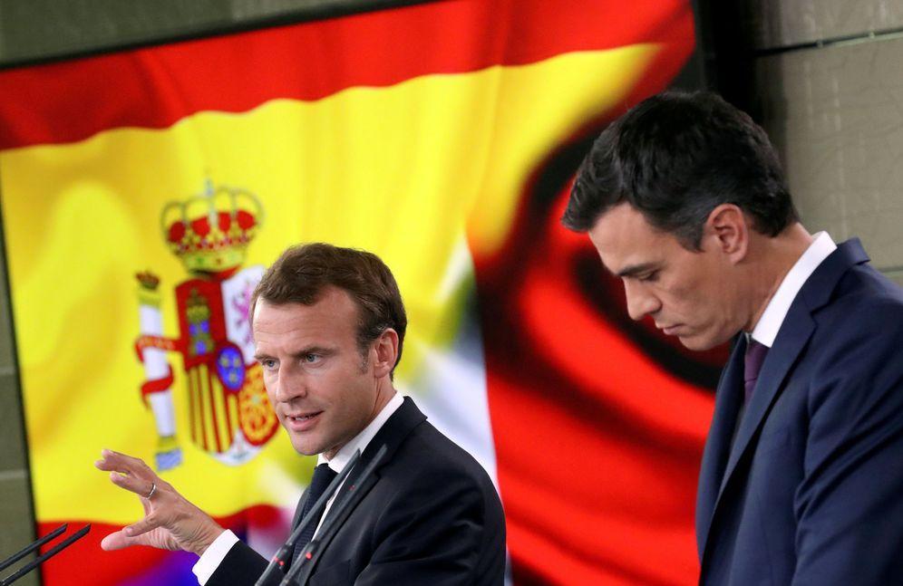 Foto: Pedro Sánchez y el presidente francés, Emmanuel Macron, este 26 de julio tras su breve reunión en La Moncloa. (Reuters)