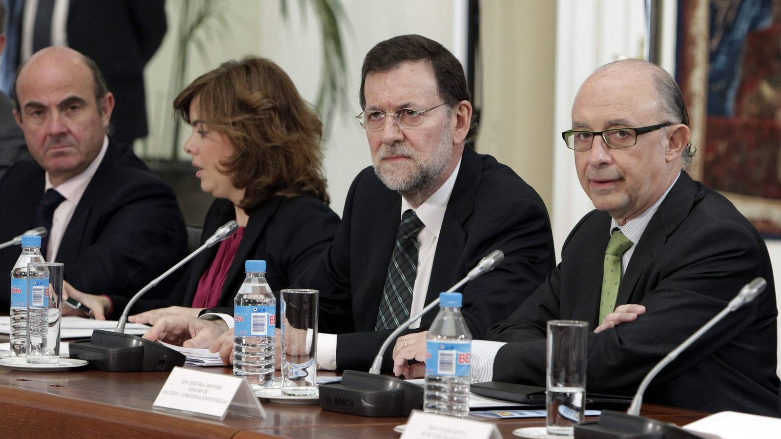 Foto: De Guindos, Sáenz de Santamaría, Rajoy y Montoro. (EFE)