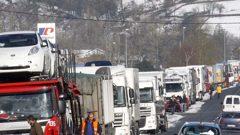 La A-67 reabre en Cantabria, después del temporal de nieve, sólo para coches y con un carril por sentido